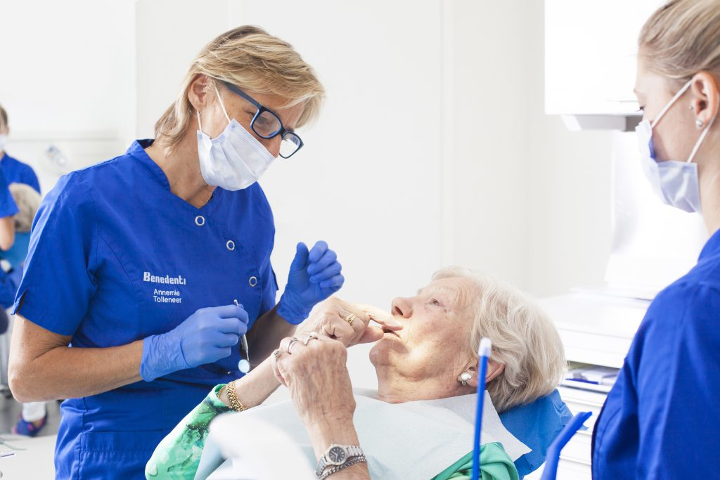 Prothese plaatsen bij tandarts groepspraktijk Benedenti